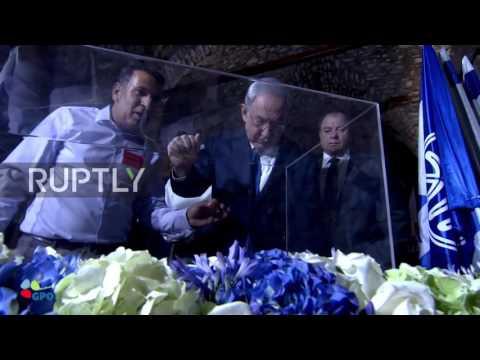 East Jerusalem: Netanyahu holds cabinet meeting in Western Wall tunnels for 'Jerusalem Day'