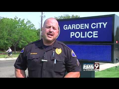 garden city police search for hit and run driver - Garden City Police Department