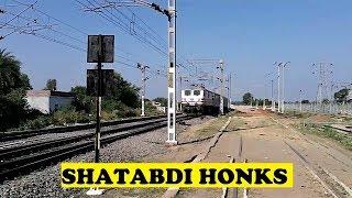 WAP5 Bhopal Shatabdi Cute Honk Lalitpur