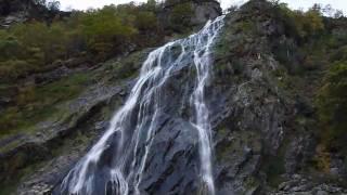 パワーズコートの滝は落差121メートルの滝でウィックロー州のパワーズコ...