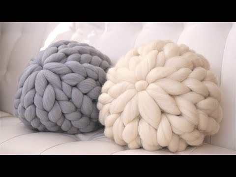 HOW TO HAND KNIT A ROUND PILLOW IN 15 MINUTES OR LESS!