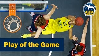 Play of the Game: Taylors verrücktes And-One gegen John Bryant (ALBA - Bayern)
