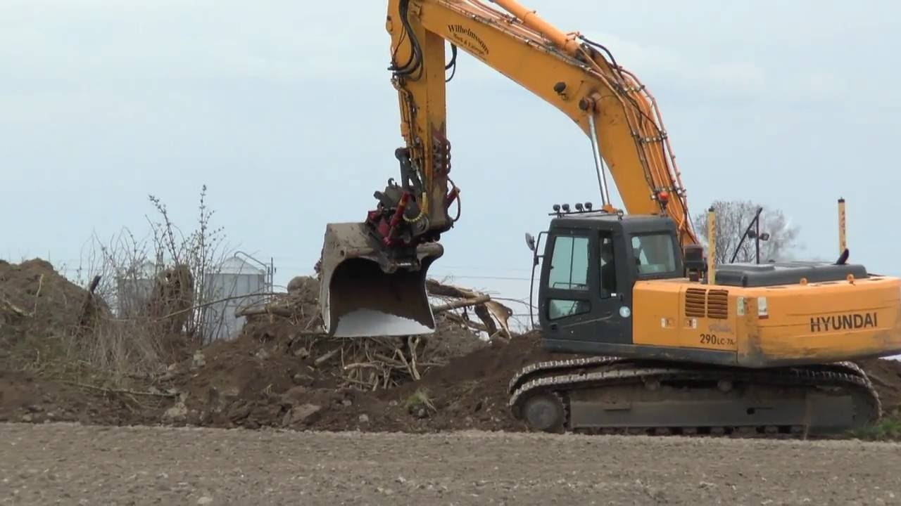Hyundai 290 Lc 7a Crawler Excavator At Work 2016