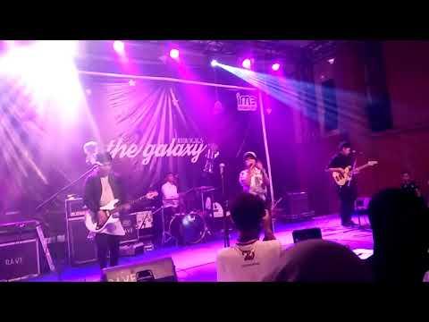 Hanin Dhiya - Versace On The Floor ( cover ) Live Perform at Bandung