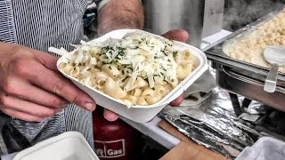 Huge Mac&Cheese  Cooked and Tasted in Brick Lane. Street Food of London