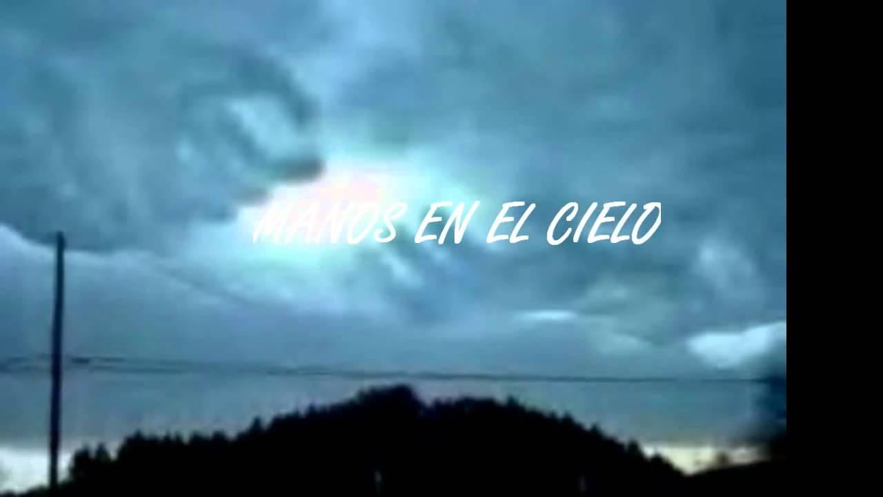 """Nubes que forman """"Manos en el cielo"""" YouTube"""