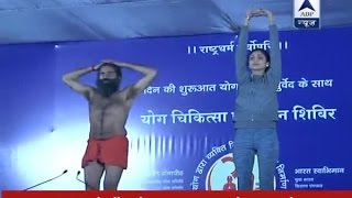 Mumbai: Shilpa Shetty performs Yoga along with Baba Ramdev at five-day Yog Shivir