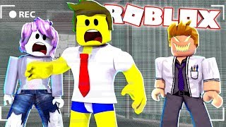 ESCAPE FROM THE CRAZY DOCTOR IN ROBLOX!!