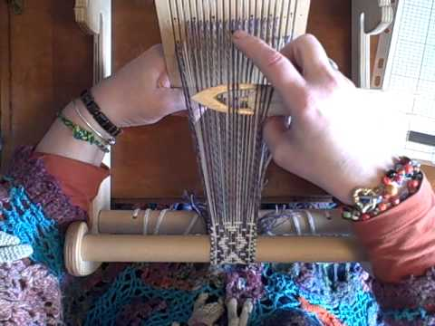 How to weave bands on the double hole rigid heddle loom by Noreen Crone-Findlay (c).avi