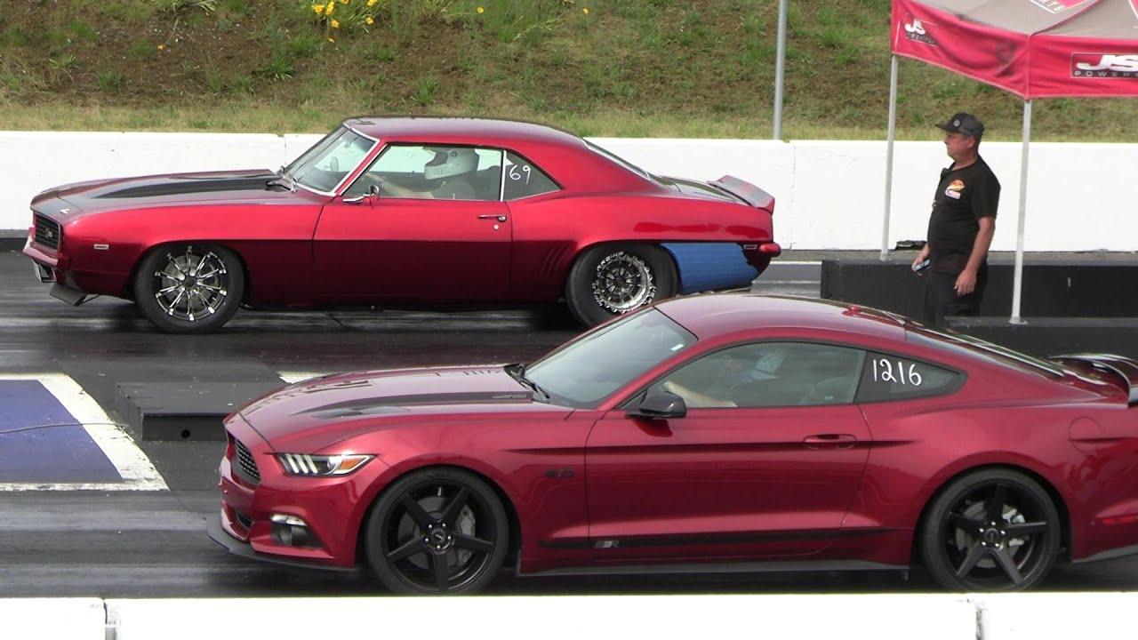 Camaro z28 vs Mustang GT , Old school vs Modern muscle - drag racing