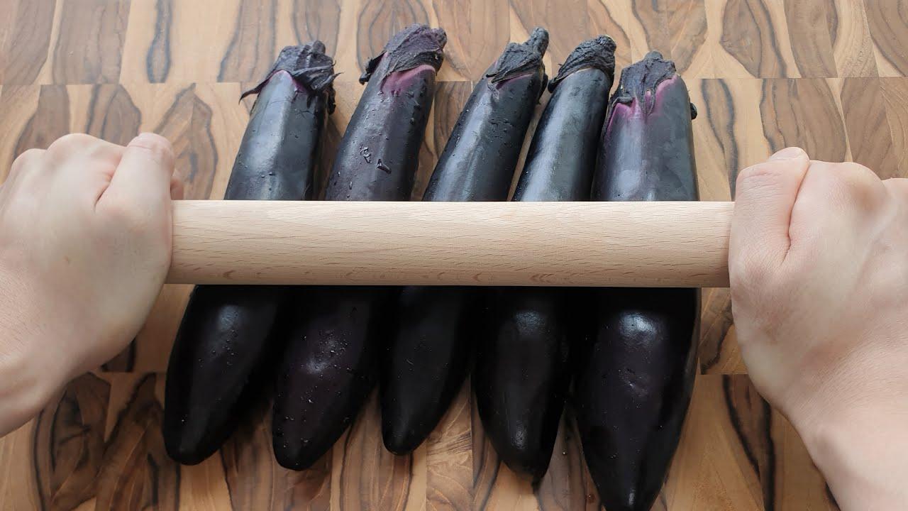 가지는 이렇게 드세요, 방망이로 밀면 놀라운 일이 생기는 것을 알아냈습니다. eggplant