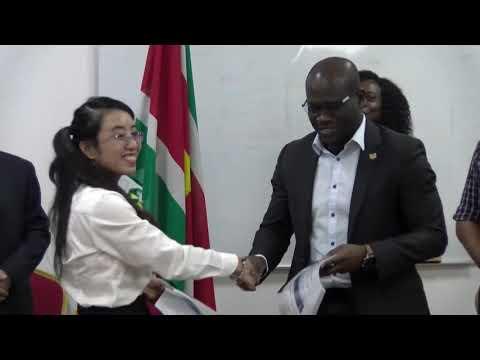 STVS Journaal 13.09.19 Dorpen Boven-Suriname worden voorzien van Zonne-Energie