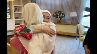 Dr Wan Azizah makes an emotional, tearful exit
