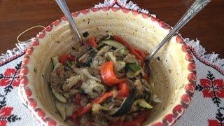 Ароматный салат из тушеных овощей