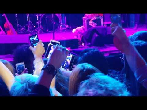 LP - Halo (Beyoncé cover live at Palladium Warsaw)