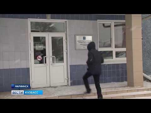 Жителей Мариинска пугает заброшенная школа