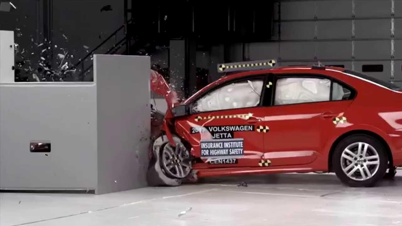IIHS - 2015 Volkswagen Jetta - small overlap crash test / GOOD EVALUATION / - YouTube