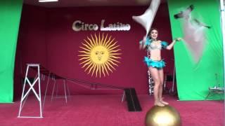 Circo Latino No.3 Marioli Aguirre : Balancing on a rolling ball