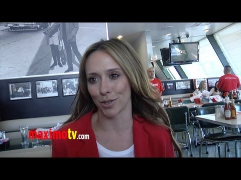 "Jennifer Love Hewitt on I'm A Woman ""My Music Video Was Inspired by a Dream"""