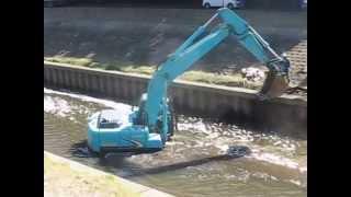 川にはまった重機は働いていた。 thumbnail