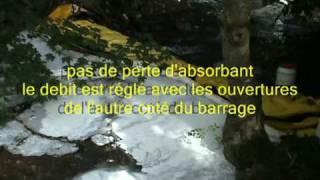 barrage pollution rivière hydrocarbure