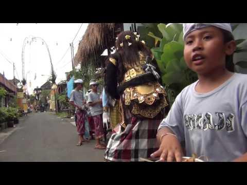 Bali: Ngelawang #4 Barong Landung in the streets of Ubud