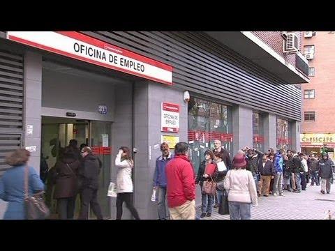 Spanish unemployment edges down - economy