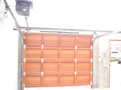 Puerta seccional de garaje a control remoto peru door sac for Puertas de madera para garage