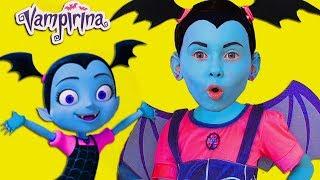 Junior Vampirina y Alice fingir jugar con juguetes favoritos
