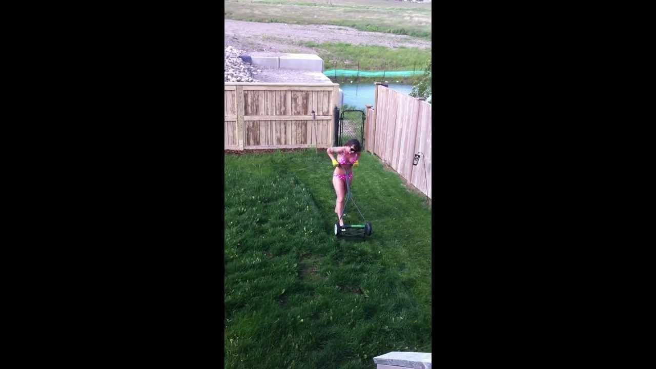 Candid milf doing yard work in bikini