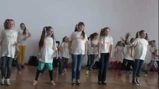 Attraction Youngsters Dancing at school