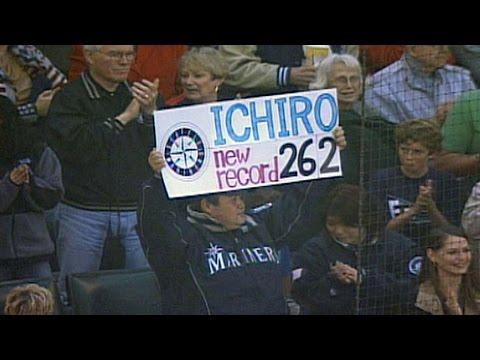 ichiro-singles-in-final-at-bat-of-'04-season