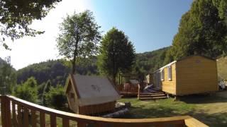 Présentation d'un chalet confort trappeur 3 chambres au camping Le Mas des Sedaries