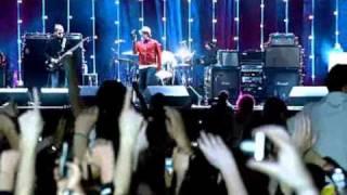 Oasis - Wonderwall Live in Manchester 2005
