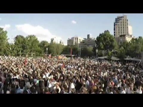 В Ереване возобновился митинг против новых тарифов на свет