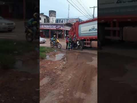 Caminhão papa lixo passa por cima de moto em Itaituba - PA