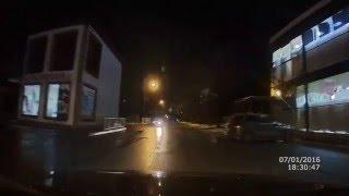 Пешеход кидается под колеса - секунда до ДТП