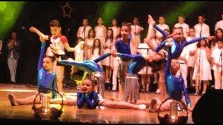 Yükselen koleji sanat gecesi jimnastik gösterisi