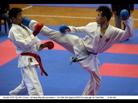 Trận thi đấu thể thao của hai vỏ sinh karatedo Nghĩa Dũng.
