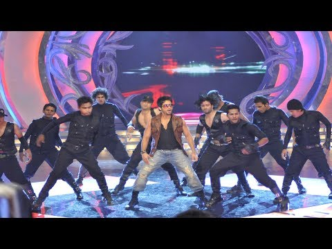 Shahid Kapoor's power packed dance performance at Miss India 2010 grand finale