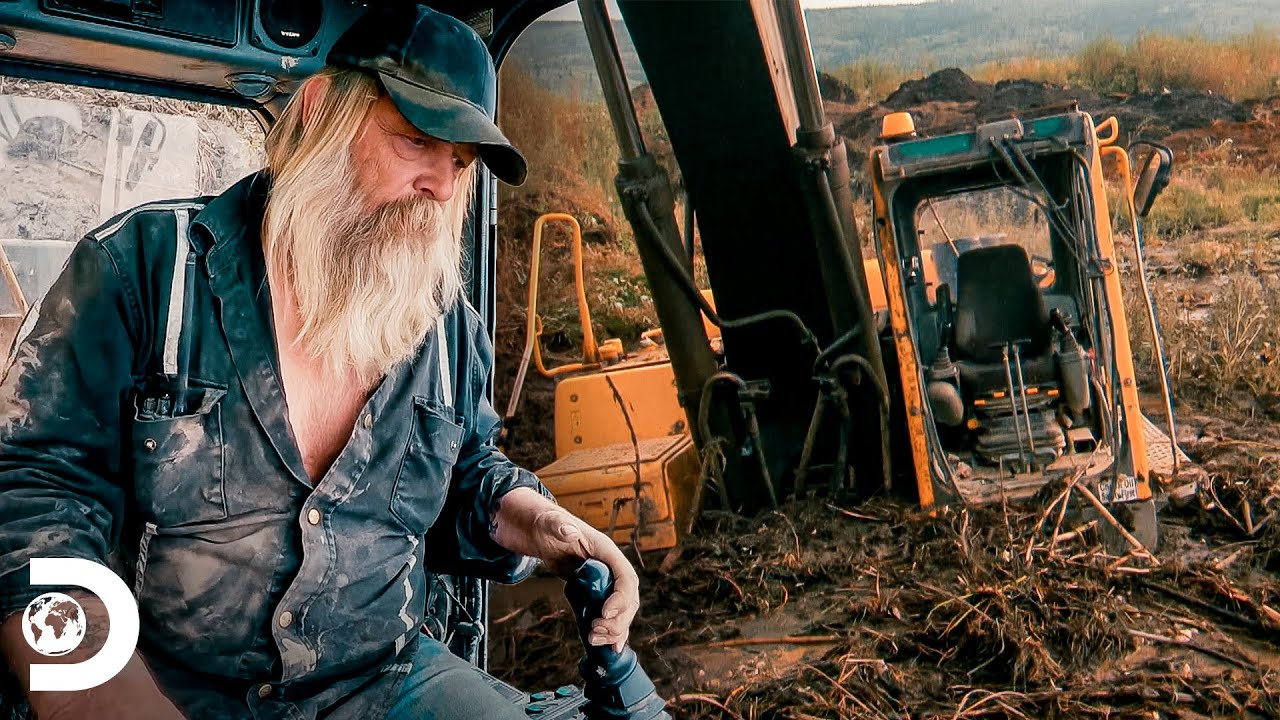 Escavadeira de Tony Beets fica atolada na lama | Febre do Ouro | Discovery Brasil