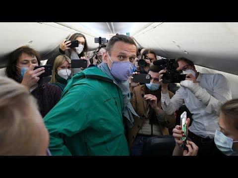 شاهد: اعتقال الشرطة للمعارض الروسي نافالني في مطار موسكو  - 12:01-2021 / 1 / 18