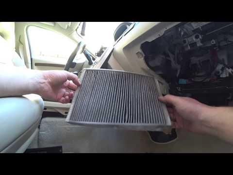 Замена фильтра и чистка испарителя кондиционера на Volvo.