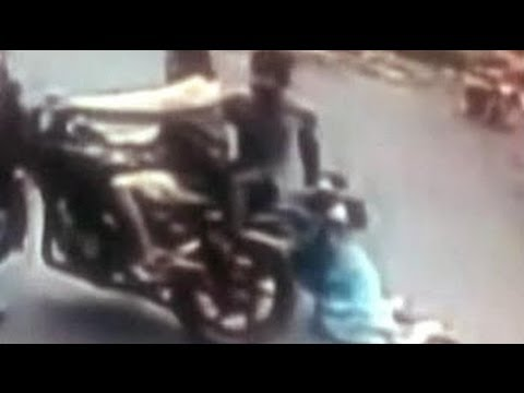 Caught on camera: Chain snatchers drag victim by the chain till it snaps