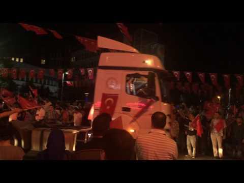 Kamyon ve TIR'lar Kadıköy'e akın etti... #15Temmuz #DarbeTeşebbüsü