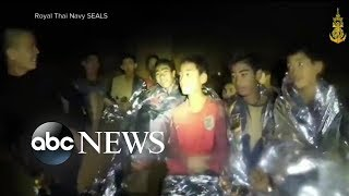Rescuers faced with challenges getting soccer team out of cave