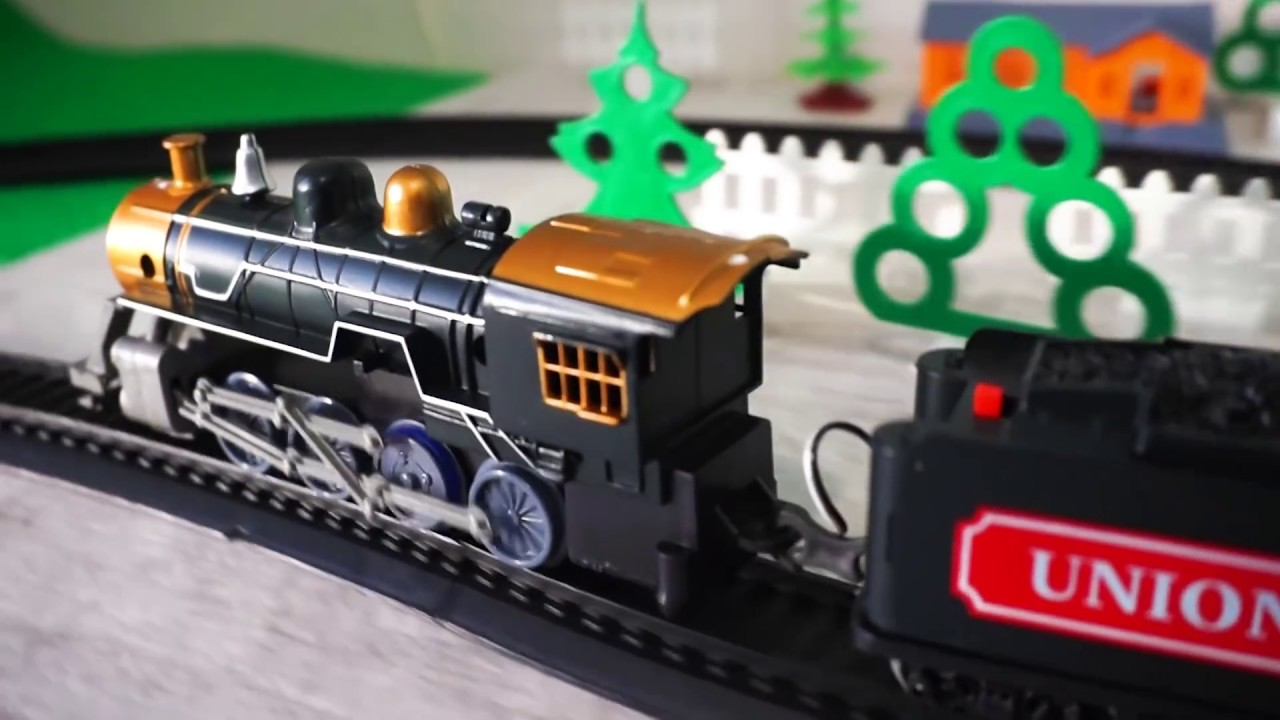 Железная дорога и паровоз. Игрушечный поезд. Видео для детей