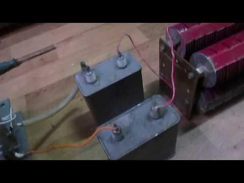 видео: влияние конденсатора во вторичной цепи трансформатора на ток в первичной обмотке.