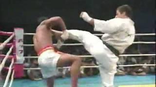 Andy Hug vs Changphuak Kiatsongrit.flv