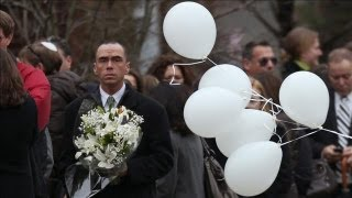 Video Funerals for First Two Shooting Victims to Be Held - Newtown School Shooting download MP3, 3GP, MP4, WEBM, AVI, FLV Oktober 2017